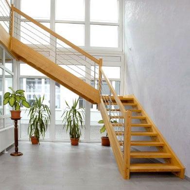 aufgesattelte holztreppe gel nder f r au en. Black Bedroom Furniture Sets. Home Design Ideas